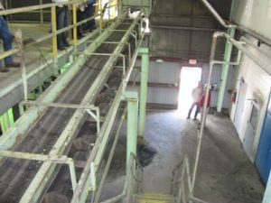 Large conveyor system in powerplant